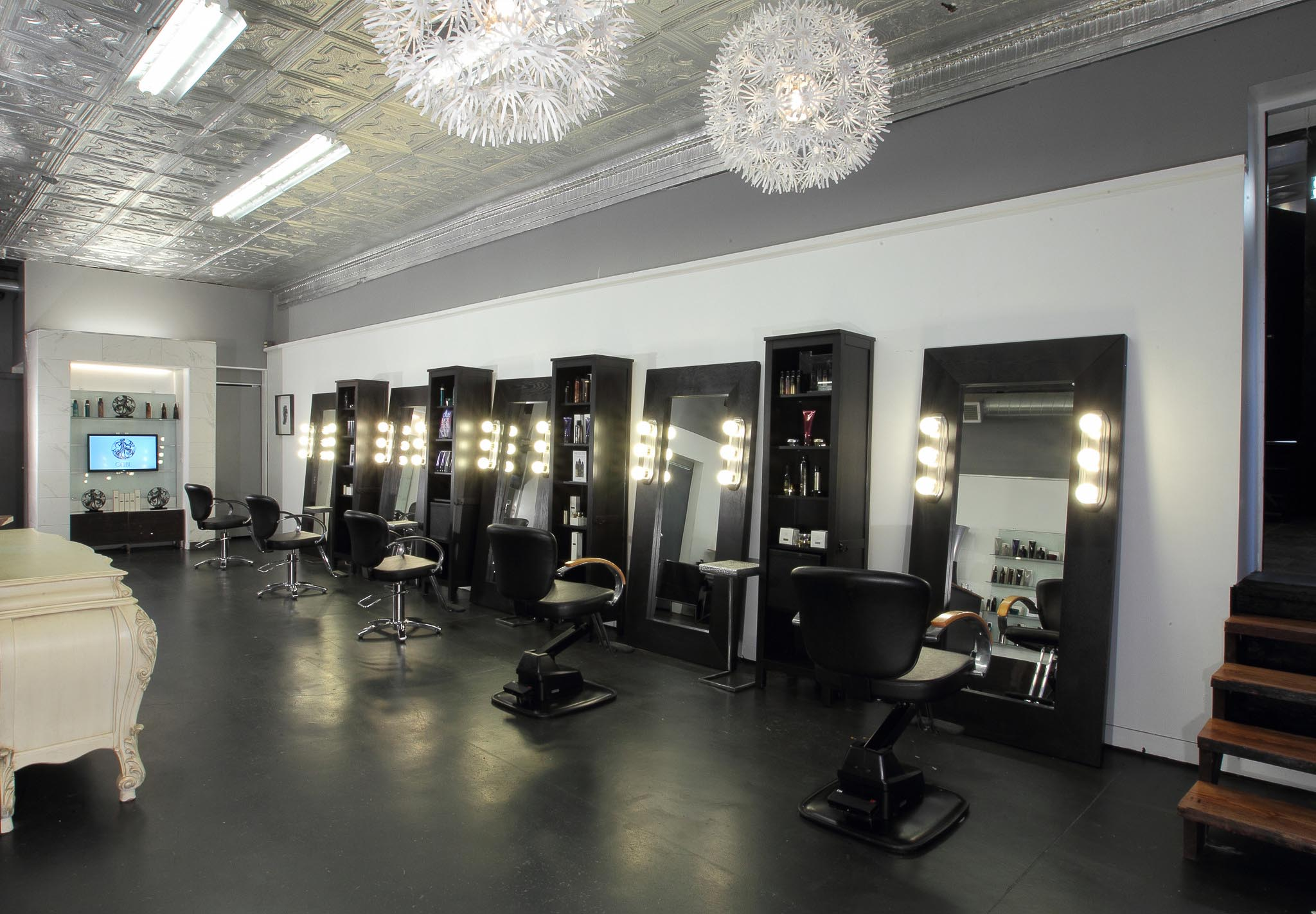 Studio oliver salon for Hair studio salon